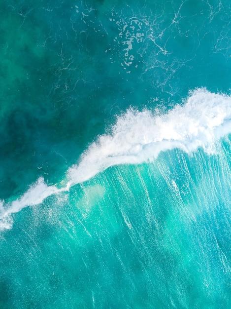 Mare blu sparato verticale ambientale Foto Gratuite