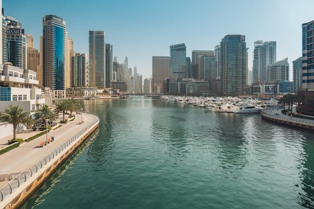 Marina della città di dubai Foto Premium