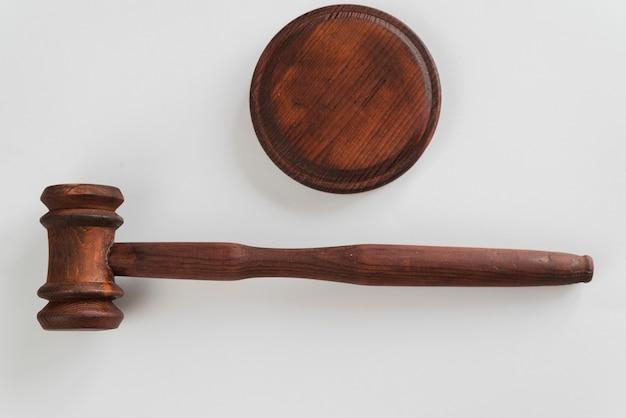 Martelletto del giudice di vista dall'alto Foto Gratuite