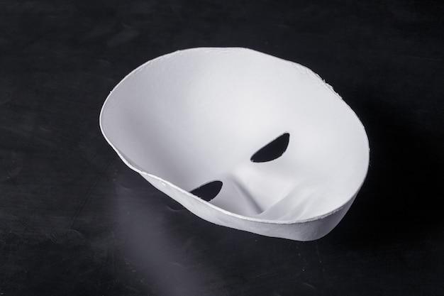 Maschera bianca da vicino Foto Premium