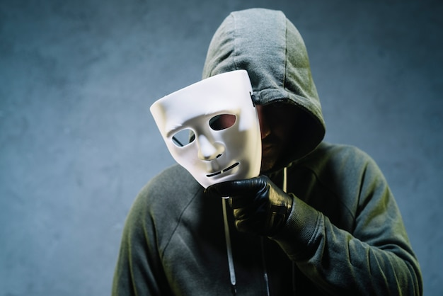 Maschera di detenzione hacker Foto Gratuite