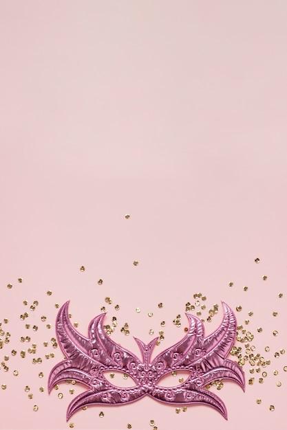 Maschera rosa e glitter copia spazio vista dall'alto Foto Gratuite