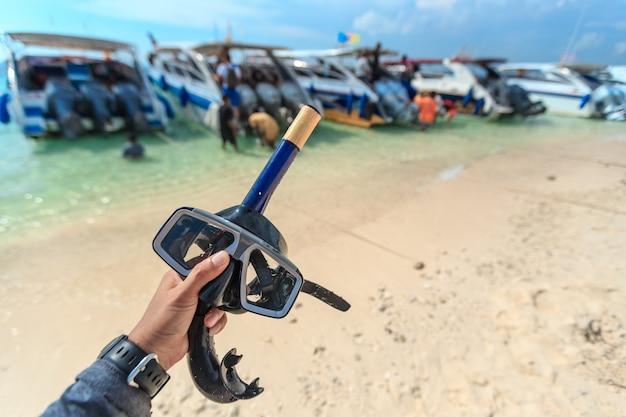 Maschera subacquea e boccaglio, snorkeling Foto Premium