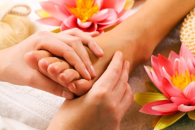 Massaggio ai piedi Foto Premium