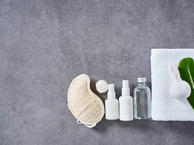 Massaggio termale con impacco alle erbe e cura della pelle Foto Premium