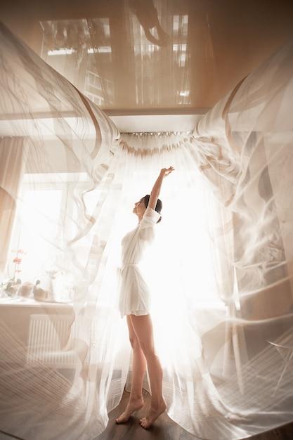 Mattina del vestito da sposa nel boudoir Foto Premium