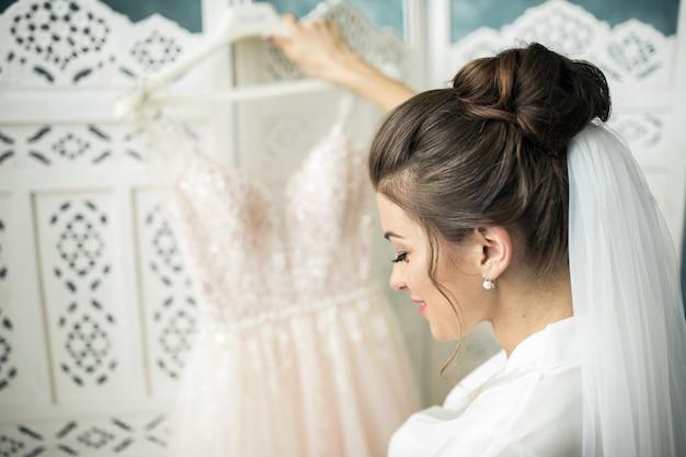 Mattina della sposa, prima della cerimonia Foto Gratuite