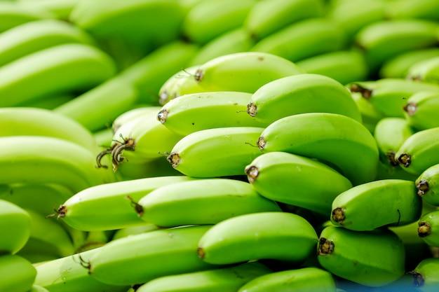 Mazzo di banane verdi Foto Premium