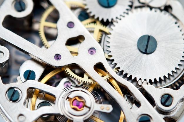 Meccanismo di ingranaggi di orologi da polso, primo piano. Foto Premium