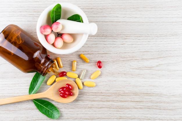 Medicina alternativa, vitamina e integratori di erbe naturali Foto Premium