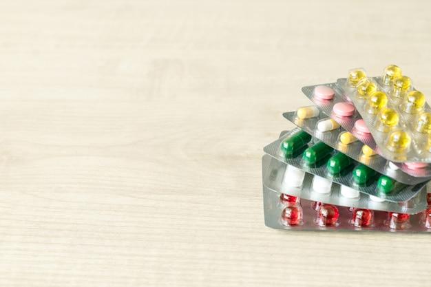 Medicina della capsula delle pillole degli antibiotici dei prodotti farmaceutici Foto Premium