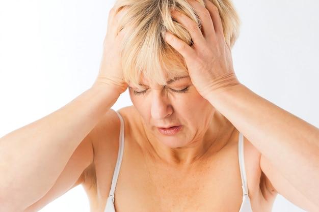 Medicina e malattie - mal di testa o emicrania Foto Premium