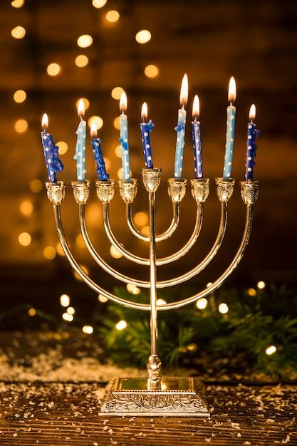 Mehorah con candele fiammeggianti Foto Gratuite