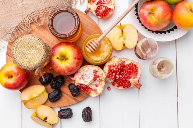 Mela e miele, cibo tradizionale del capodanno ebraico - rosh hashana. Foto Premium