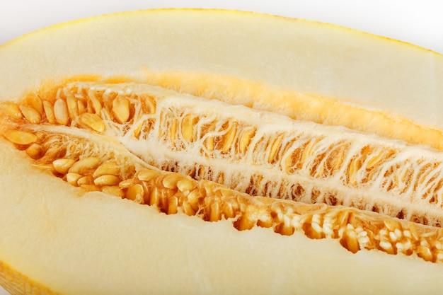 Melone giallo della siluro su bianco Foto Premium