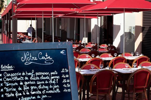 Menu ristorante francese a bordo strada Foto Gratuite