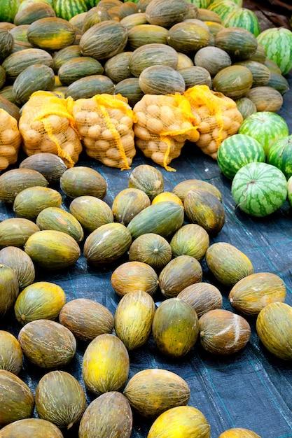 Mercato con anguria e patate al melone Foto Premium