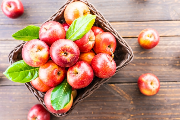 Merce nel carrello rossa della mela Foto Gratuite