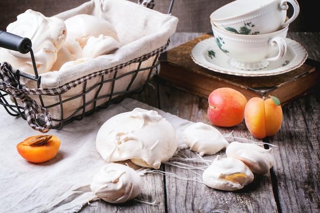 Meringa con albicocca Foto Premium