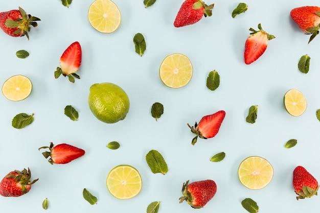Metà di fragole e agrumi Foto Gratuite