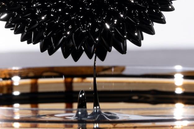 Metallo a specchio ferromagnetico astratto sottosopra Foto Gratuite