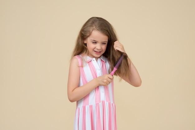 Mi pettino i miei capelli 100 colpi al giorno Foto Premium