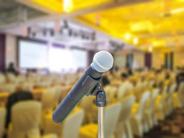Microfono in sala riunioni. Foto Premium