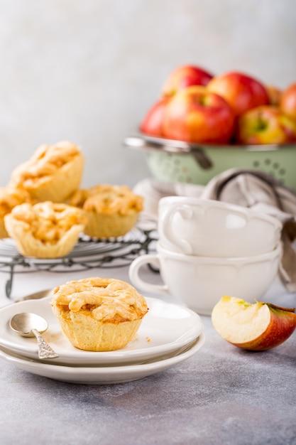 Mini torte di mele fatte in casa Foto Premium