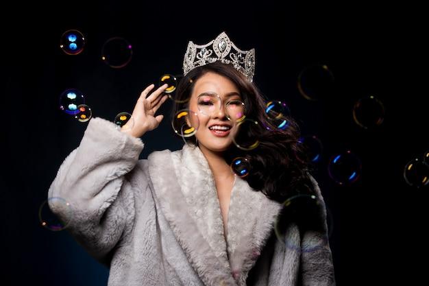 Miss pageant contest in abito da ballo da sera Foto Premium