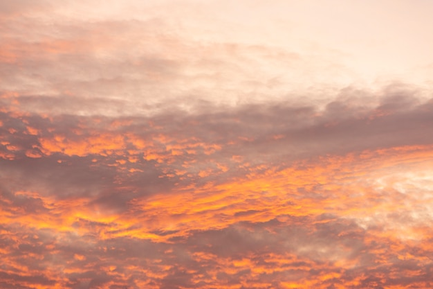 Misterioso cielo al tramonto Foto Gratuite