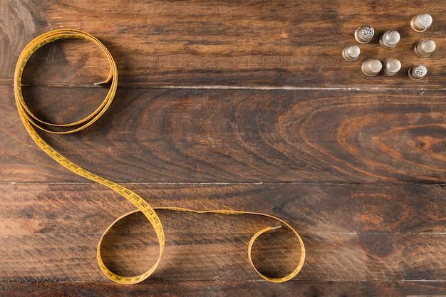 Misura di nastro da cucito con ditale Foto Gratuite
