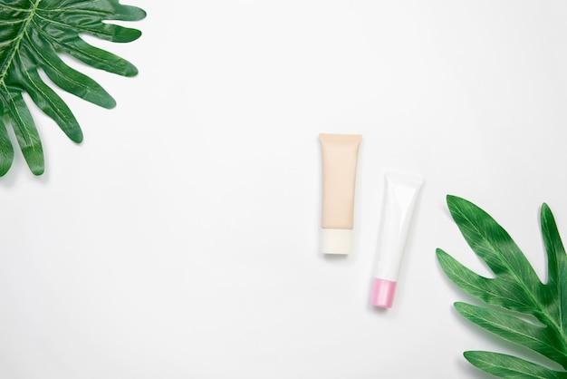Mockup di flacone di crema cosmetica Foto Premium
