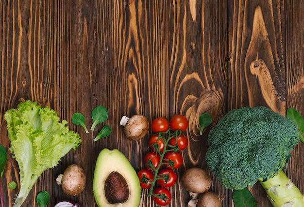 Mockup di vista superiore di dieta alimentare con sfondo di verdure fresche Foto Gratuite