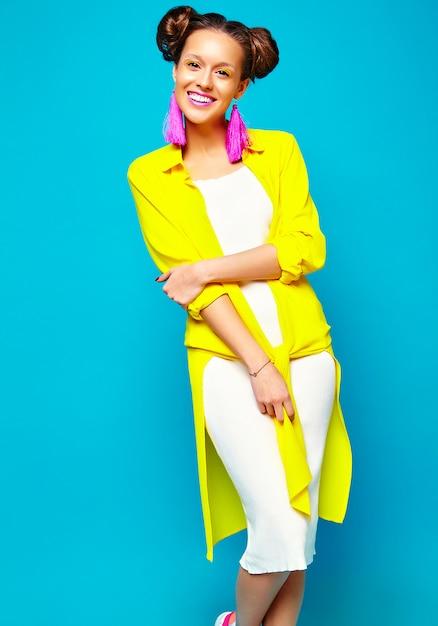 Moda donna in abiti estivi casual hipster Foto Gratuite