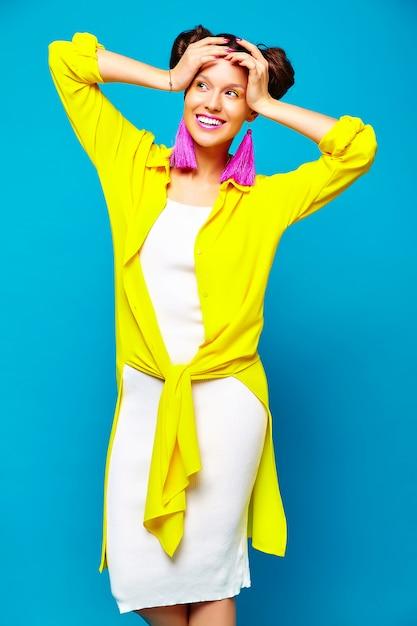 Moda donna in abiti estivi casual Foto Gratuite