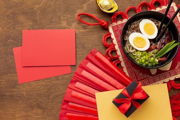 Modello cinese della carta del nuovo anno con il piatto Foto Gratuite