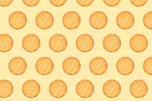 Modello di biscotti e tavola di colore arancione Foto Premium