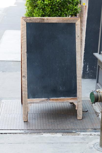 Modello di cartello in piedi ristorante lavagna Foto Gratuite