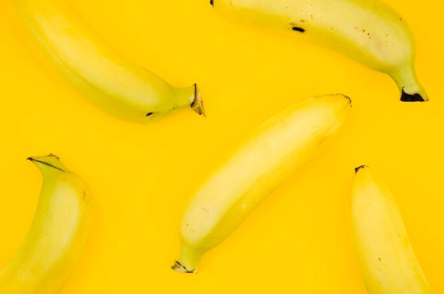 Modello di frutta con le banane Foto Gratuite