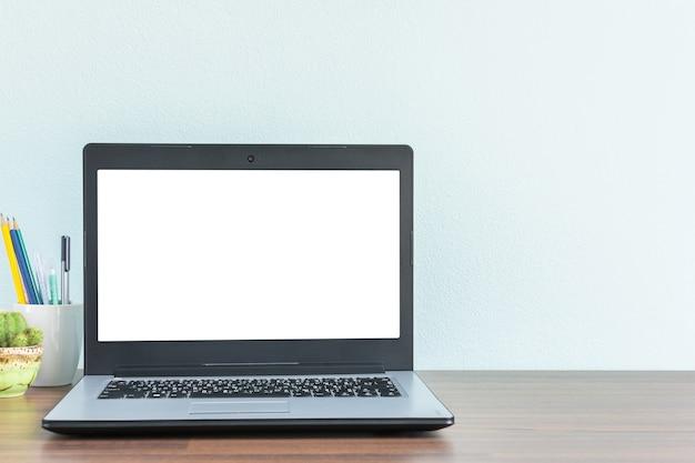 Modello di scrivania sul posto di lavoro per uomo d'affari o studente con spazio di copia per il testo Foto Premium