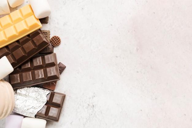 Moderna composizione alimentare sana con cioccolato Foto Gratuite