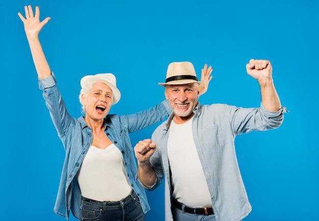 Moderna coppia senior cool Foto Gratuite