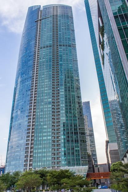 Moderni edifici futuristici e skyscaper Foto Premium