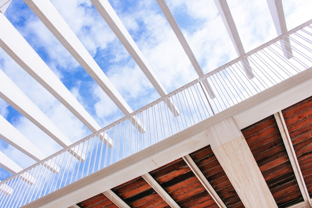 Moderno astratto basso angolo vista ponte Foto Gratuite