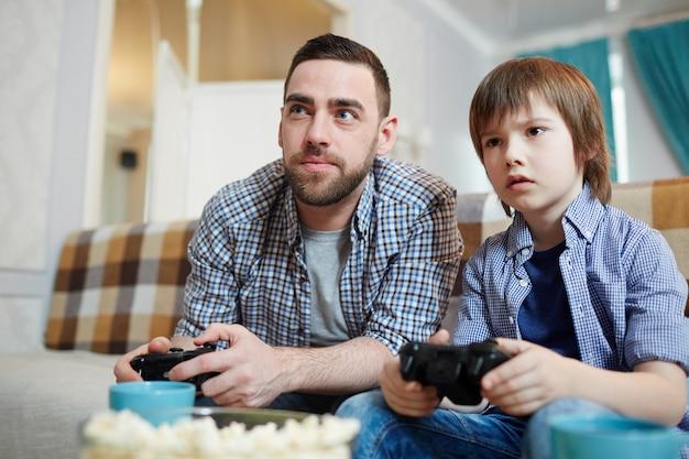 Momento di gioco dei videogiochi Foto Gratuite