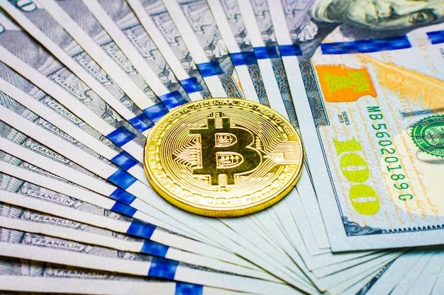 Moneta e banconote ethereum cento su dollari Foto Premium