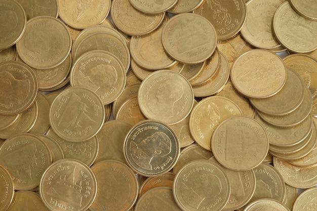 Monete d'oro due baht in vista dall'alto Foto Premium
