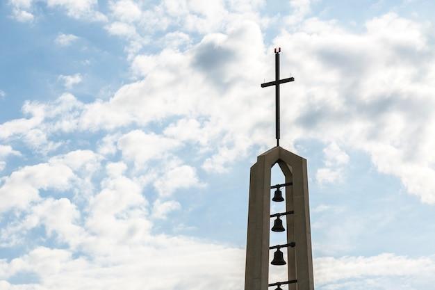 Monumento religioso con croce Foto Gratuite