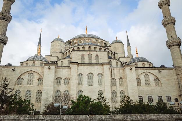 Moschea blu sultanahmet camii, bosforo e skyline laterale asiatico, istanbul, turchia. Foto Premium