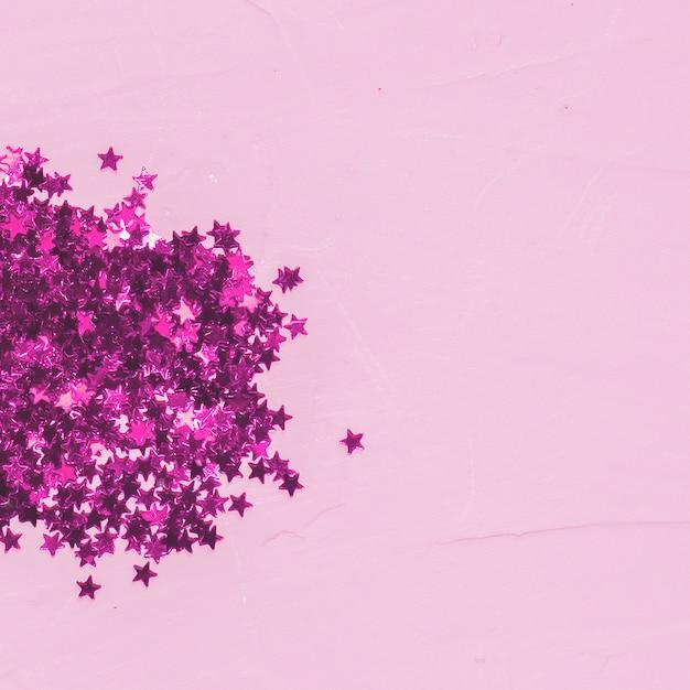 Mucchio di paillettes rosa vista dall'alto Foto Gratuite